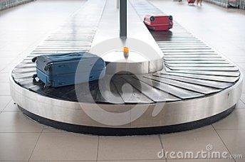 carrusel-del-equipaje-del-aeropuerto-42093271