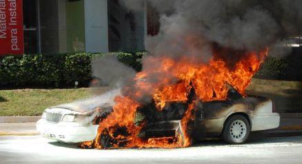 carro-quemandose.jpg_594723958